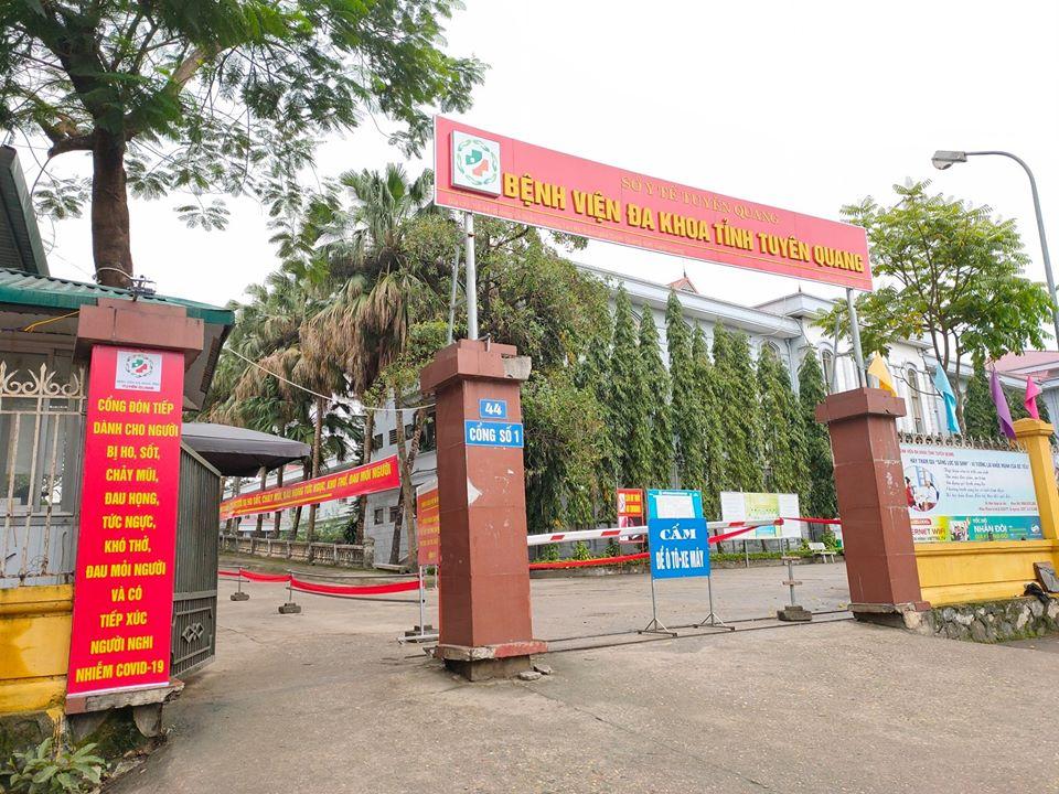 Bệnh viện tỉnh Tuyên Quang vừa cấp cứu cho 4 trẻ ngộ độc cóc, trong đó có 1 bé tiên lượng rất nặng.