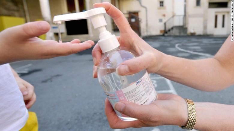 Kể từ năm 2010 đến nay, CDC nhận thấy số ca ngộ độc vì trẻ em nuốt phải thuốc khử trùng tay đã tăng 400%.