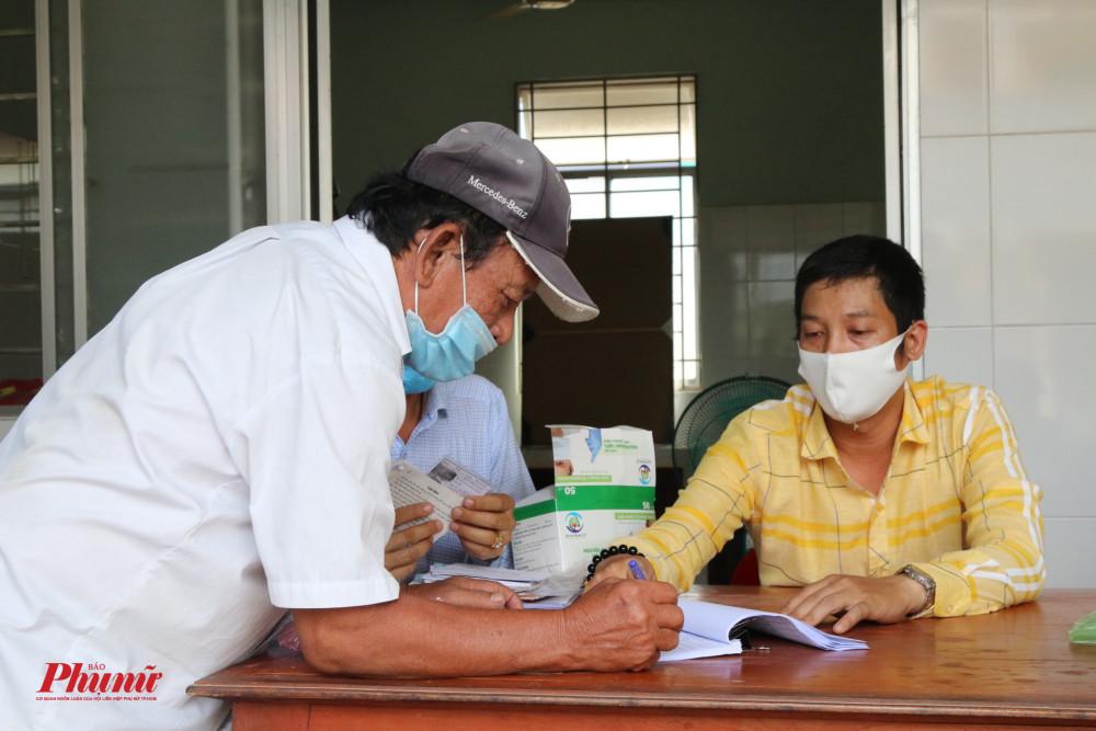 Hàng trăm điểm nhận tiền hỗ trợ trên địa bàn tỉnh được triển khai giúp người dân nhận tiền dễ dàng