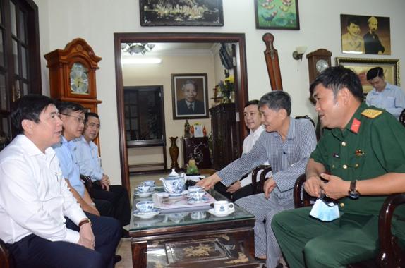 Chủ tịch UBND TP Nguyễn Thành Phong thăm gia đình cố Thủ tướng Chính phủ Phạm Hùng