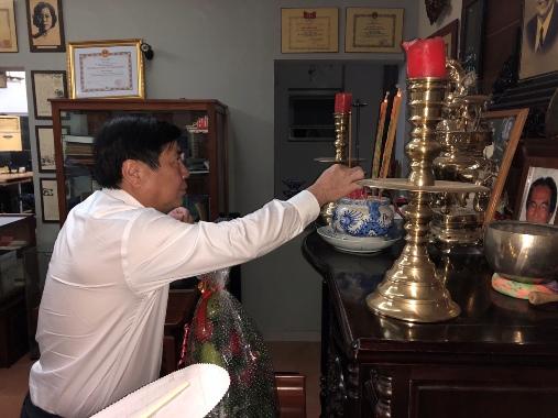 Chủ tịch UBND TP Nguyễn Thành Phong thăm gia đình cố Kiến trúc sư Huỳnh Tấn Phát