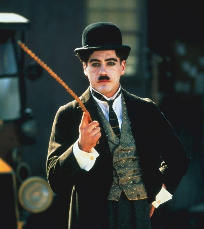 Nam diễn viên khi tham gia vai diễn Charlie Chaplin.