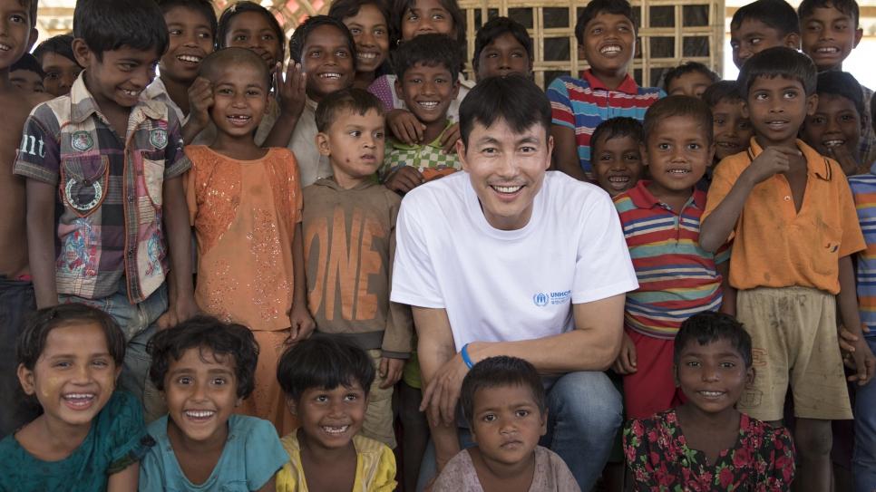 Jung Woo Sung tích cực hoạt động thiện nguyện.