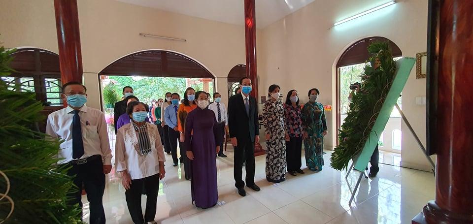 Trong sáng 29/4, đoàn lãnh đạo TPHCM do Phó bí thư Thành uỷ, Chủ tịch HĐND TPHCM Nguyễn Thị Lệ dẫn đầu đến dâng hương tại Đền Bến Dược, huyện Củ Chi