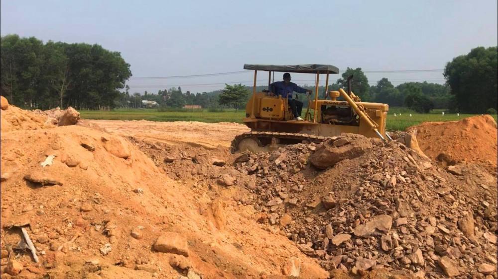 Bà con sắp đến TĐC mới yêu cầu chủ đầu tư phải bốc sạch đá hộc, rể cây, đất bẩn trước lúc bàn giao mặt bằng cho người dân làm nhà