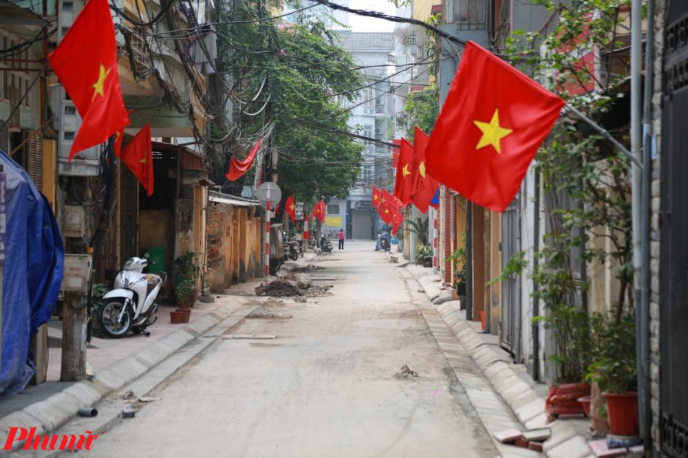 Nhiều con phố nhỏ vắng lặng một cách lạ thường.