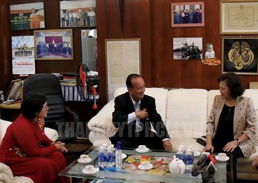 Chủ tịch Quốc hội Nguyễn Thị Kim Ngân đến thăm Đại tá, Anh hùng Lực lượng vũ trang Nhân dân Nguyễn Thành Trung