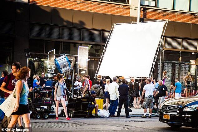 Ngành điện ảnh chiếm phần không nhỏ trong kinh tế Los Angeles nên việc các đoàn phim ngưng trệ hoạt động cũng tạo ra những mối lo nhất định
