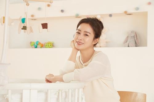 Nữ diễn viên cho biết sẽ tập trung chăm lo cho gai đình trong thời gian tới.