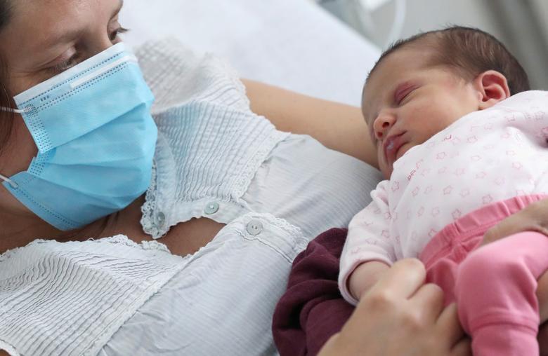 Amandine nhận kết quả xét nghiệm dương tính với COVID-19 chỉ vài ngày trước khi sinh. Nhớ lại thời điểm đó, cô cho biết: