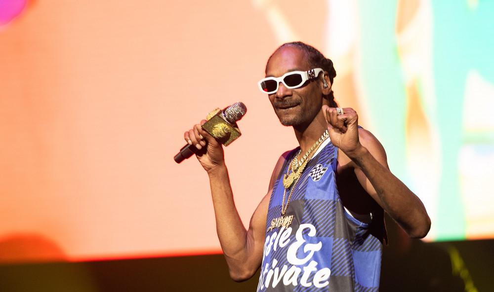 Từ một kẻ vào tù ra tội, Snoop Dogg đã trở thành nghệ sĩ được yêu thích với các album bán khá chạy trên thị trường