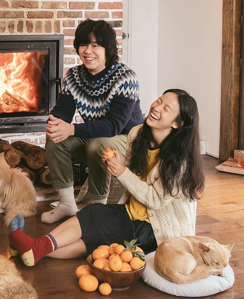 Lee Hyori (bên phải) cùng chồng, Lee Sang Soon tận hưởng cuộc sống hạnh phúc đời thường tại Jeju.