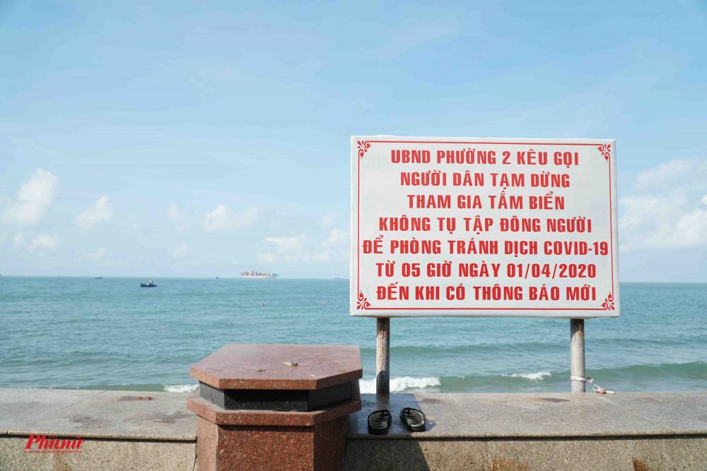 Biển cấm, nhắc nhở được đặt khắp nơi ven bờ biển