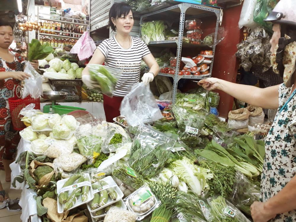 Hàng hóa tại chợ vẫn giữ giá không thể giảm vì nguồn cung khan hiếm