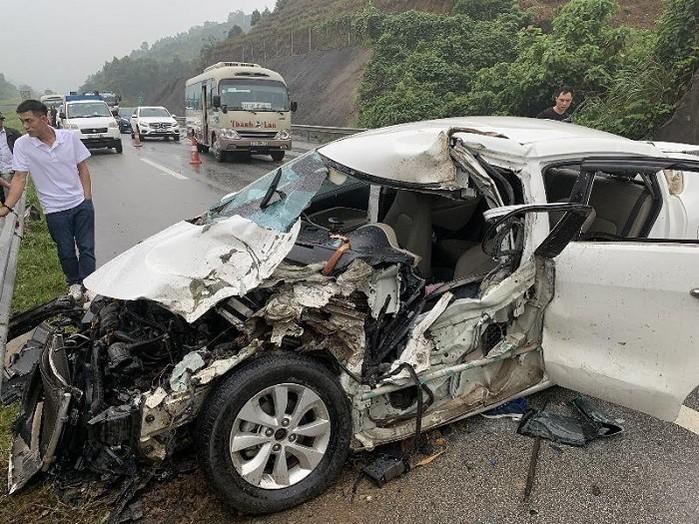 Một vụ tai nạn xảy ra tại đường cao tốc Hà Nội - Lào Cai.