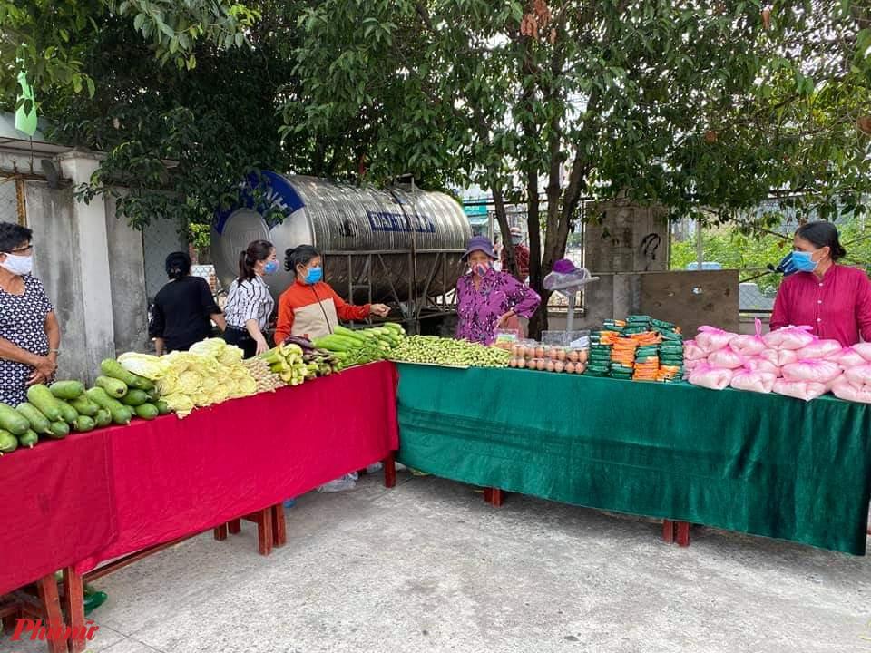 Phiên chợ rau tại xã Tân Hiệp