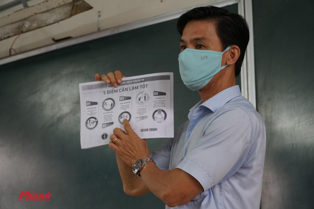 Giáo viên chủ nhiệm và người phổ biến và tuyên truyền cách phòng dịch cho các em