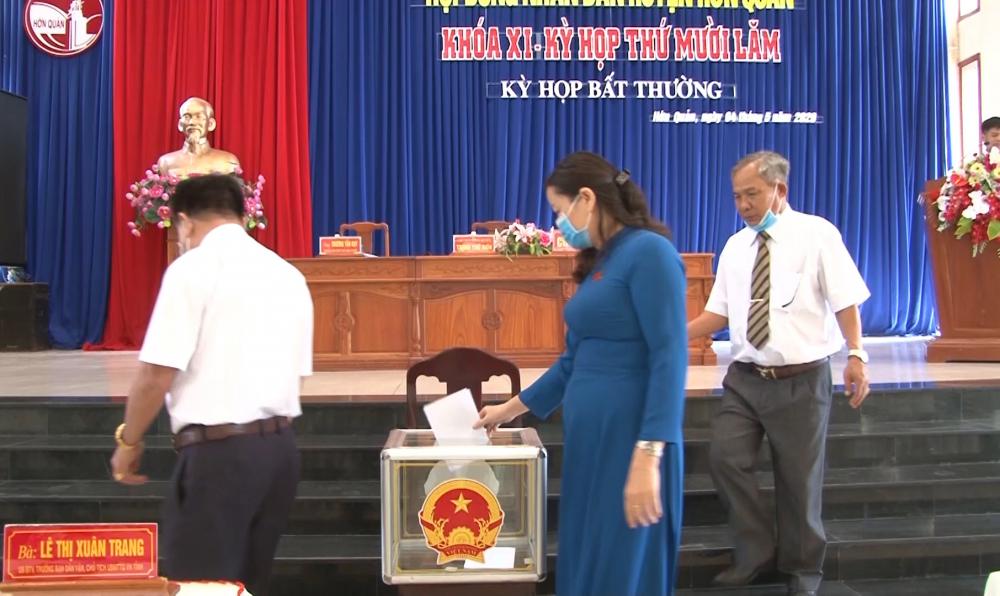 Bỏ phiếu bãi nhiệm chức vụ phó chủ tịch hội đồng đối với ông Thanh