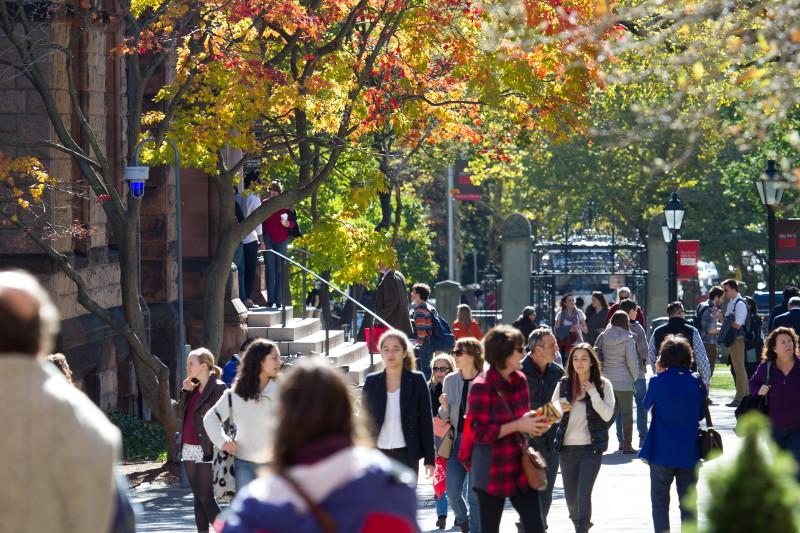 Nhiều sinh viên cho rằng họ không nhận được những gì mong muốn từ trường đại học khi phải ở nhà học online.