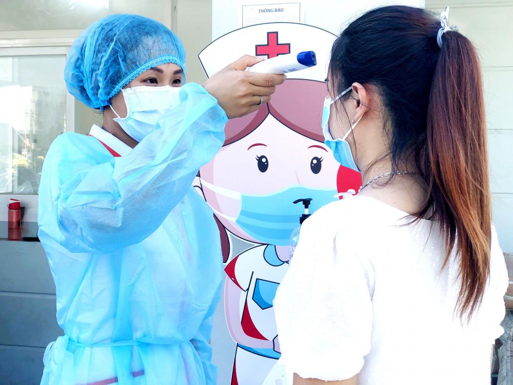 Khi đến bệnh viện, thai phụ cần phải nghiêm túc thực hiện các biện pháp phòng dịch theo quy định của Bộ Y tế. Ảnh do Công ty KBV cung cấp