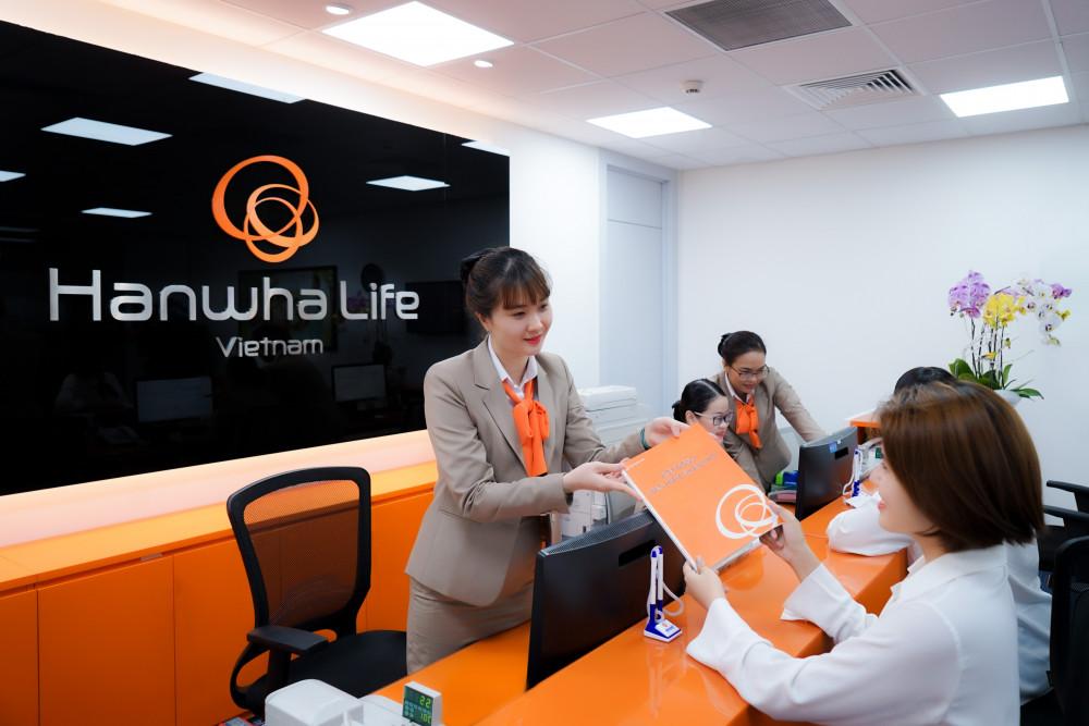 Kể từ khi hoạt động (năm 2009) cho đến nay, Hanwha Life Việt Nam đã chi trả gần 532 tỷ đồng quyền lợi bảo hiểm cho hàng ngàn khách hàng. Ảnh: Hanwha Life Việt Nam