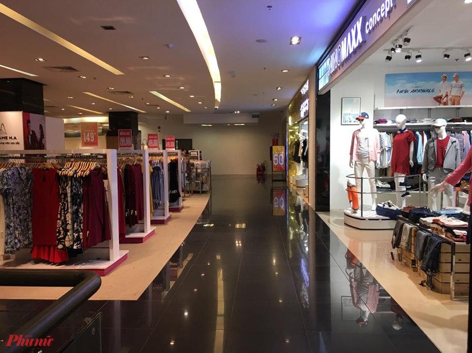 Các Trung tâm thương mại vắng hoe, quần áo thời trang là một trong những nhóm hàng có daonh thu giảm mạnh