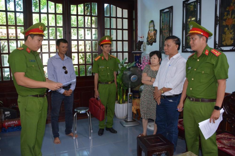 Cơ quan điều tra Công an tỉnh Quảng Nam đọc lệnh khởi tố, bắt tạm giam với đối tượng Trần Quốc Việt