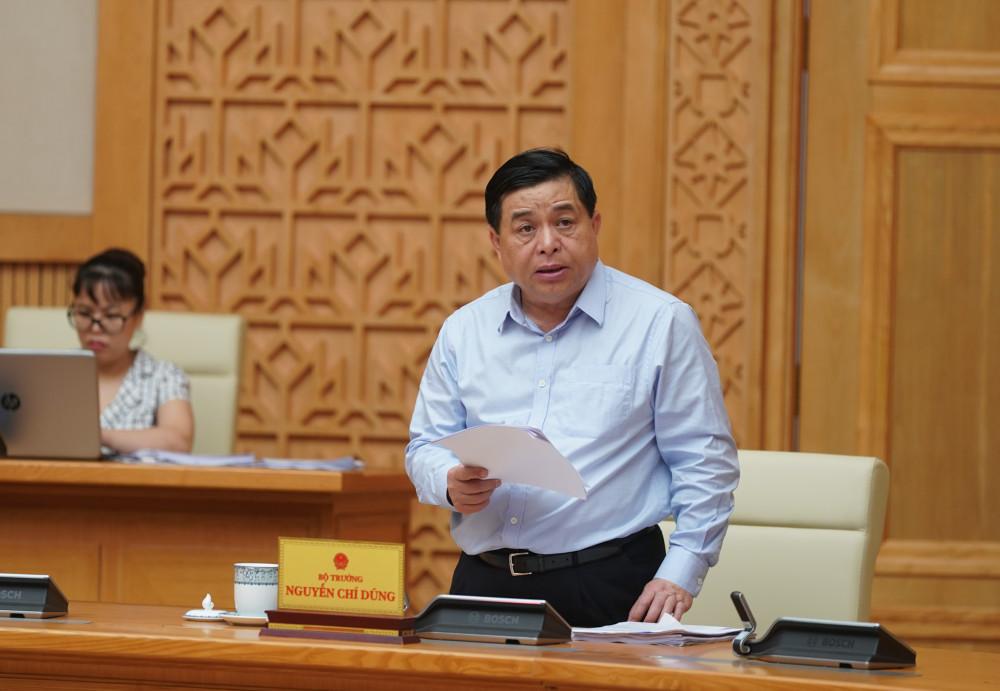 Bộ trưởng Bộ Kế hoạch Đầu tư Nguyễn Chí Dũng phát biểu tại cuộc họp.