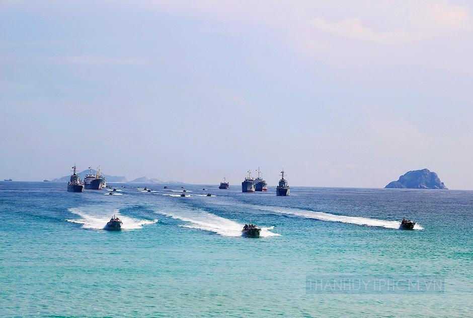 Lực lượng Hải quân đánh bộ huấn luyện đổ bộ chi viện đảo
