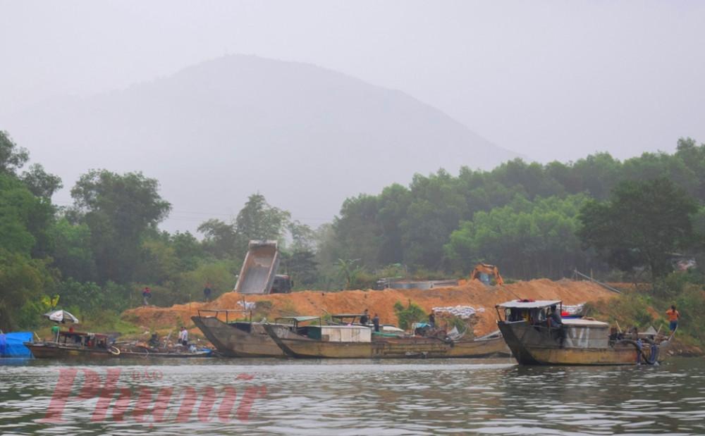 Thời điểm doanh nghiệp Tuấn Hải cho tập trung thuyền hút cát thượng nguồn sông Bồ vào tháng 5/2019