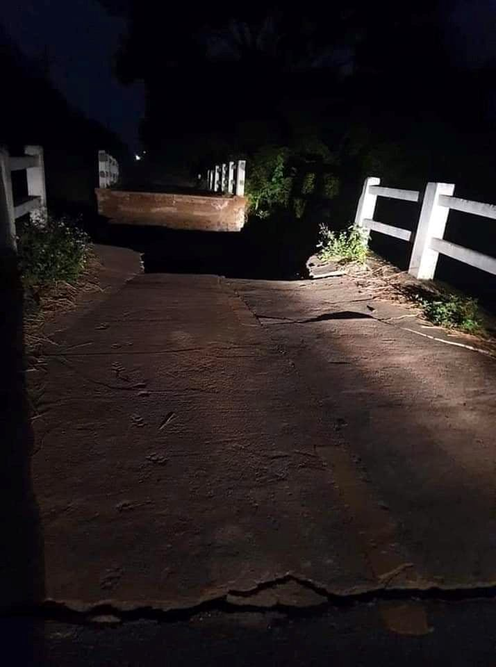 Cây cầu Kênh đổ sập trong đêm tối