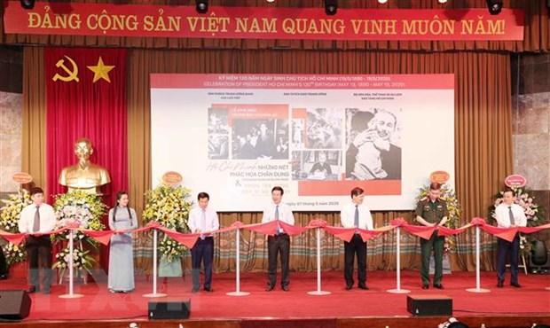 Trưởng ban Tuyên giáo Trung ương Võ Văn Thưởng và các đại biểu cắt băng khai mạc - Ảnh: Phương Hoa/TTXVN