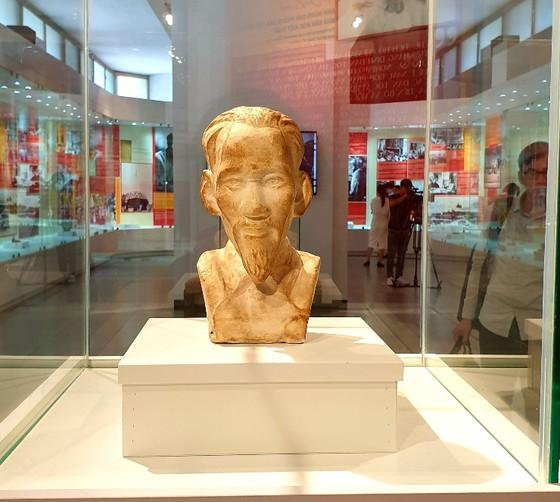 Bức tượng bán thân Chủ tịch Hồ Chí Minh ở Nhà tù Côn Đảo