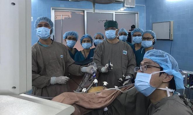 """Cắt tử cung tận gốc là kỹ thuật phẫu thuật nội soi điều trị ung thư âm đạo """"3 trong 1"""" lần đầu tiên được thực hiện tại Việt Nam."""