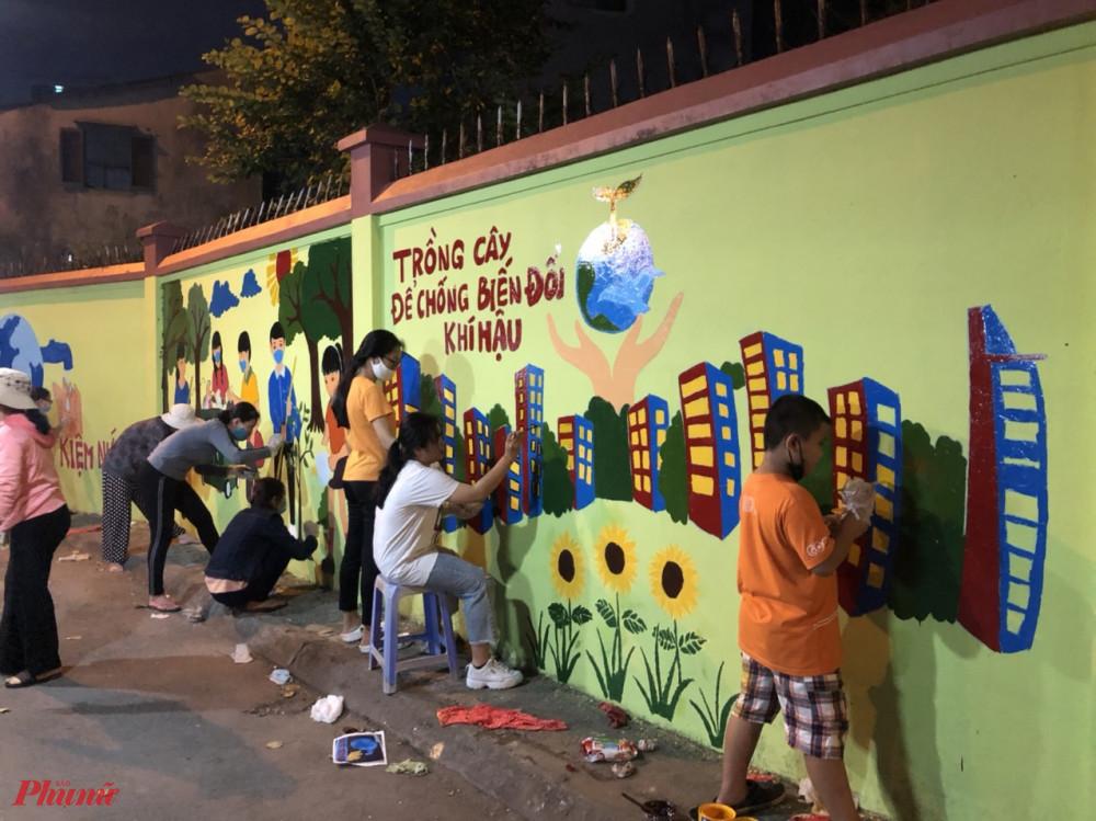 Hội tổ chức ra quân sơn vẽ các bức tường trên tuyến đường Đỗ Nhuận