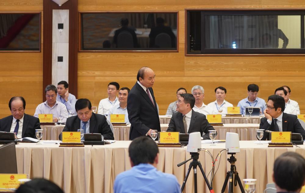 Thủ tướng Chính phủ ghi nhận các ý kiến đóng góp tại Hội nghị (ảnh VGP)