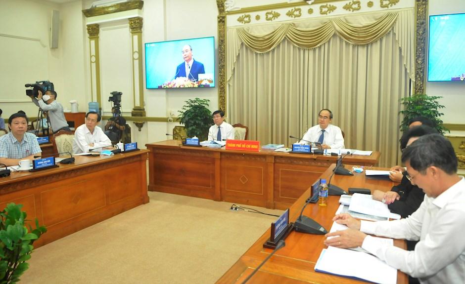 Bí thư Thành ủy TPHCM Nguyễn Thiện Nhân và Chủ tịch UBND TP Nguyễn Thành Phong, cùng các đại biểu tham dự hội nghị tại đầu cầu TPHCM. Ảnh: TTBC TPHCM