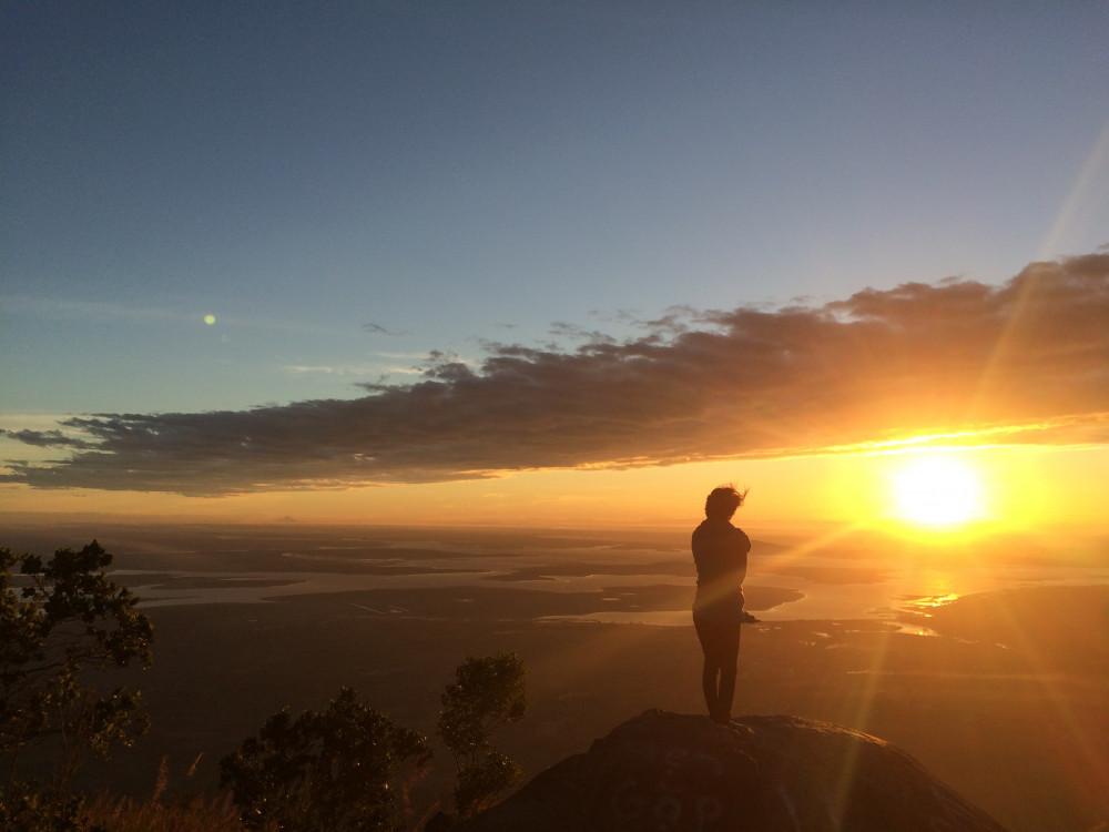 Hoàng hôn trên đỉnh núi Bà Đen