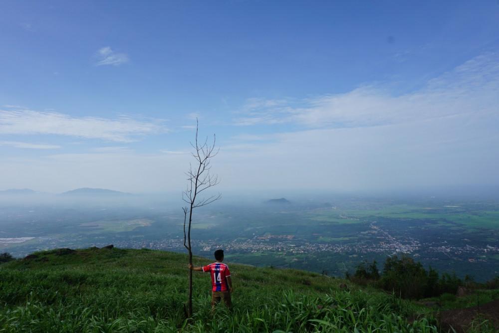 Long Khánh nhìn từ đỉnh núi Chúa Chan