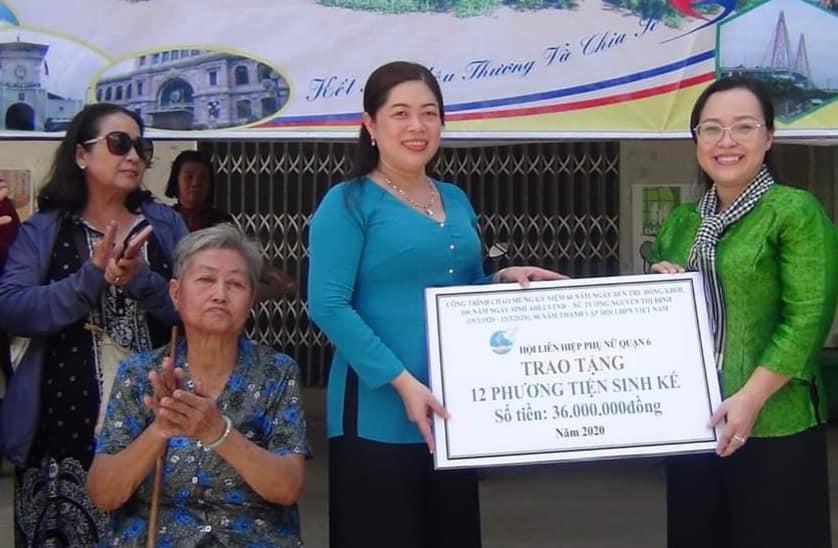 30 phương tiện làm nông do Hội phụ nữ các cụm thi đua tại quận 6 đóng góp trị giá 3 triệu đồng/ phương tiện.