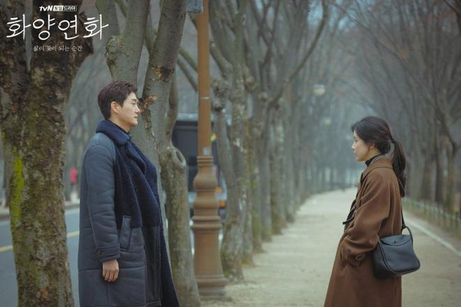 Khung cảnh lãng mạn của hai nhân vật chính trong 'Khi tình yêu nở rộ'.