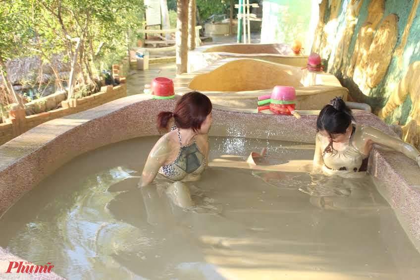 Tắm bùn ở Nha Trang.