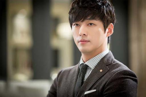 Từ vai diễn phản diện thành công trong Cô gái thấy mùi hương, Nam Goong Min được khán giả biết đến rộng rãi.
