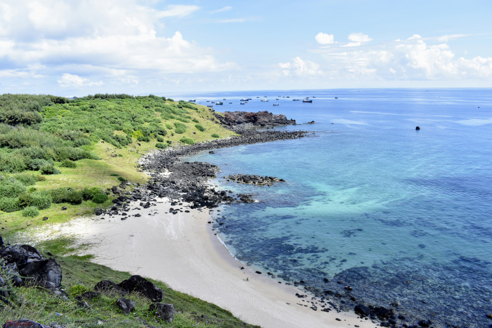 Bãi biển ở đảo Phú Quý