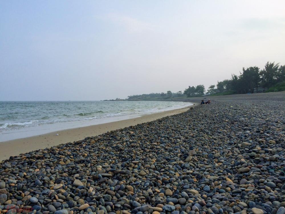 Bãi biển Cổ Thạch hay bãi đá 7 màu