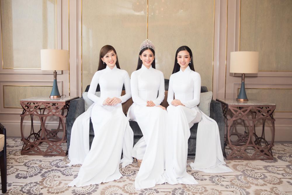 Top 3 Hoa hậu Việt Nam 2018 (từ trái sang): Á hậu 1 Bùi Phương Nga, Hoa hậu Trần