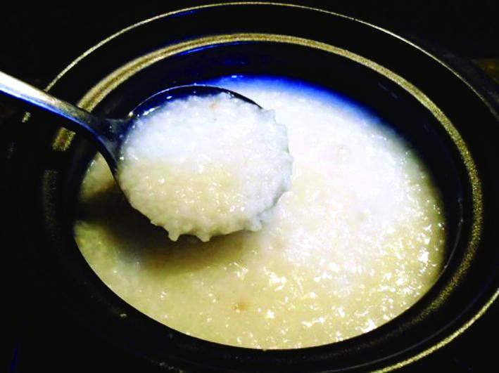 Cơm mẻ đã ngấu màu trắng như sữa, phần cơm nhuyễn nhừ