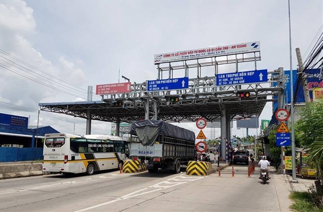 Những trạm thu phí chốt chặn khắp các cung đường đất nước trở thành gánh nặng cho người dân lẫn doanh nghiệp