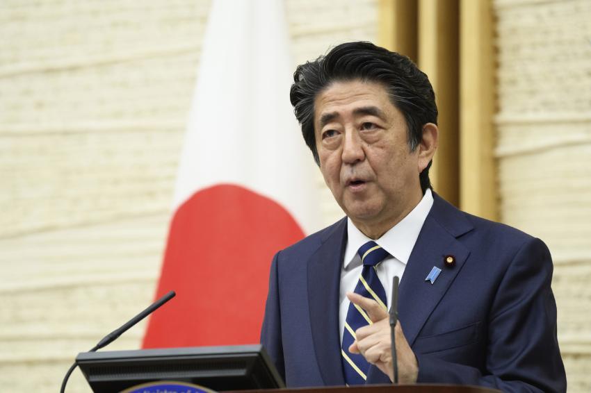 Thủ tướng Shinzo Abe tuyên bố dỡ bỏ tình trạng khẩn cấp trong buổi họp ngày 14/5.