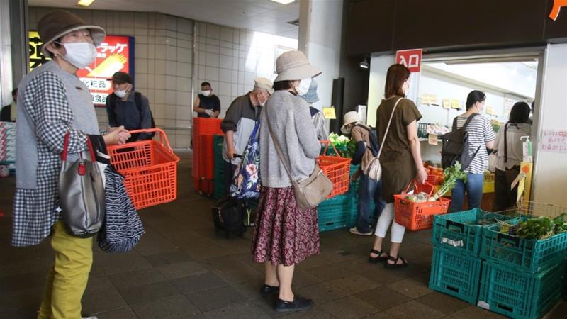Người dân Nhật Bản được khuyến cáo tiếp tục giãn cách xã hội, hạn chế tiếp xúc giữa người với người.